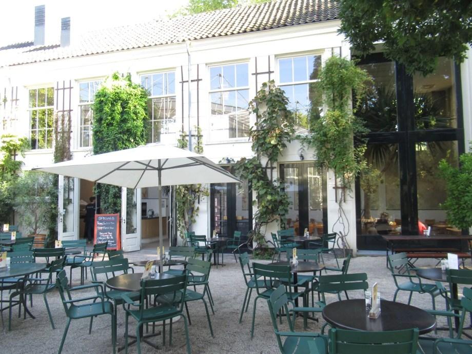 アムステルダム植物園にはカフェがあります。