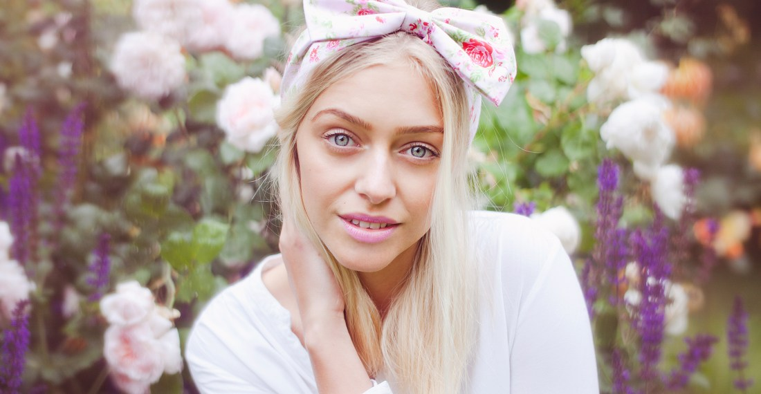 girl with a Beauxoxo bow in her hair in a garden
