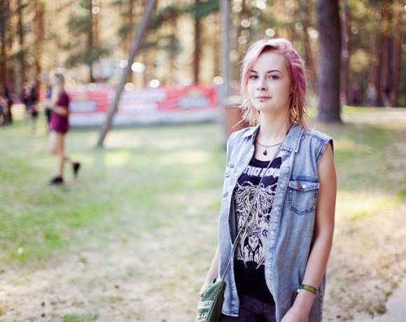 girl with pink hair in Devilstone rock festival