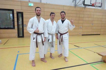 Nickos und Tassos mit Karamitsos Sensei nach der der Prüfung zum 1. Kyu 2017