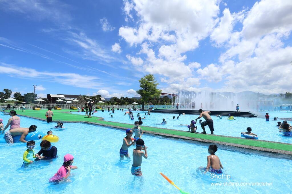 2017宜蘭國際童玩藝術節,水床,水柱,水槍等親子玩水設施滿滿,夏日清涼消暑的天堂! 拉拉桑's 旅遊足跡