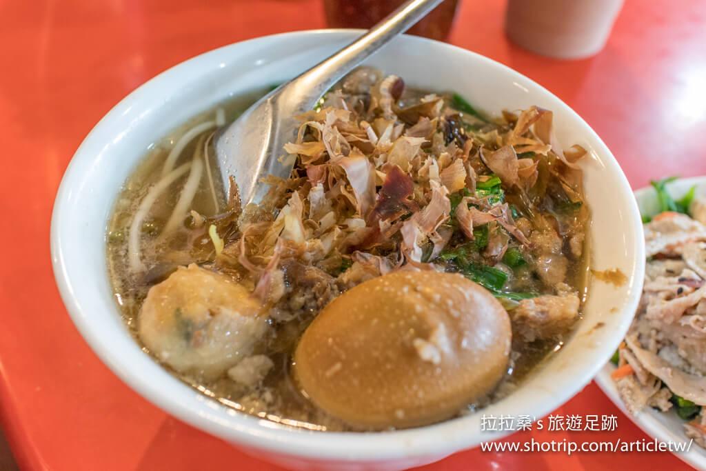 臺東榕樹下米苔目,數十年老店的好滋味,來到臺東必吃的知名排隊美食|拉拉桑's 旅遊足跡