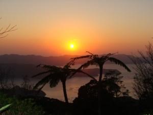 奄美大島南部・油井岳展望台(油井岳園地)から眺める夕日