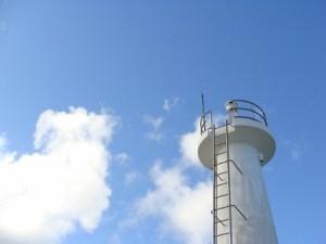 奄美大島南部・瀬戸崎灯台と青空