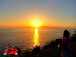 西古見の夕日を眺める昭和荘STAFF