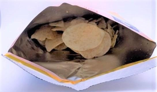 湖池屋 白えびポテトチップス 富山湾の白えび使用 袋 お菓子 2021 japanese-snacks-koikeya-shiroebi-potato-chips-glass-shrimp-2021