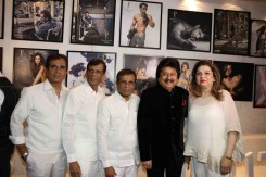 abbas-mustan-brothers-with-pankaj-udhas-and-his-wife