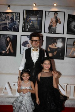 dabboo-ratnani-with-his-daughters-2