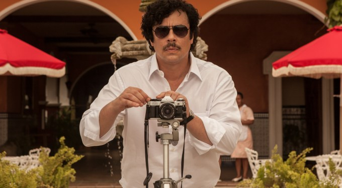 First photo of Benicio Del Toro as Pablo Escobar in 'Paradise Lost'