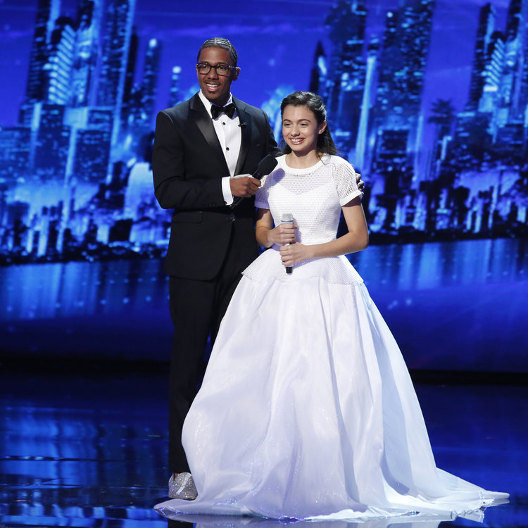 "AMERICA'S GOT TALENT -- ""Live Finale"" Episode: 1122 -- Pictured: (l-r) Nick Cannon, Laura Bretan -- (Photo by: Trae Patton/NBC)"
