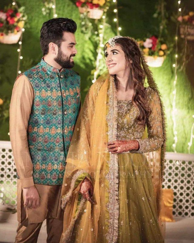 Rabab Hashim Beautiful Mehndi Pictures With Her Family - Showbiz Pakistan