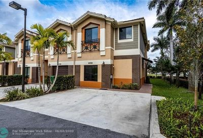4772 E Station Square Davie FL 33314
