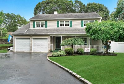4 Country Lane Dr Kings Park NY 11754