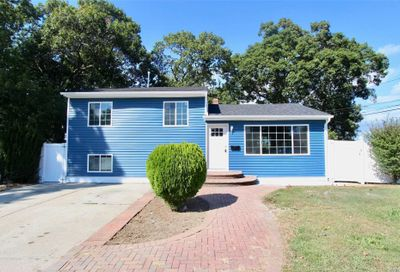 195 Daly Pl Copiague NY 11726