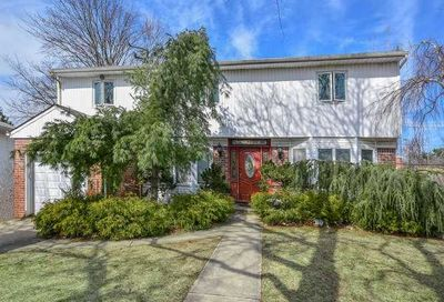52 Country Dr Plainview NY 11803