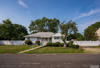 353 40th St Copiague NY 11726