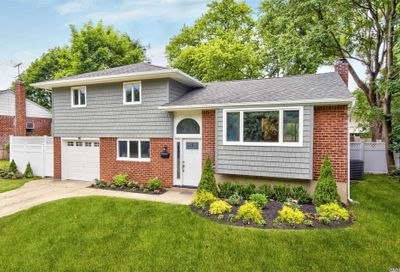 38 Michael Dr Old Bethpage NY 11804