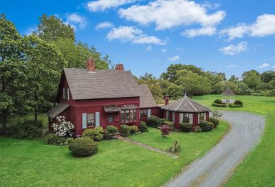 62 Middle Rd Blue Point NY 11715