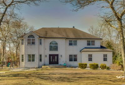 2 Orient Ave Brookhaven NY 11719