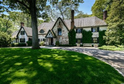 180 Piping Rock Rd Locust Valley NY 11560