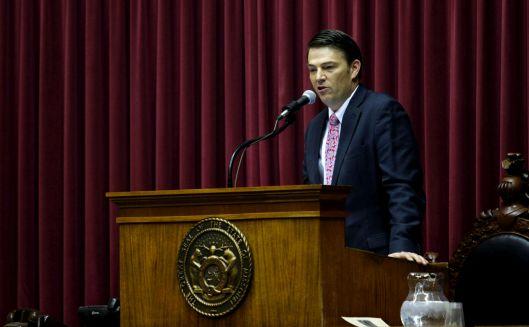 Speaker Todd Richardson (r) addressing the House.