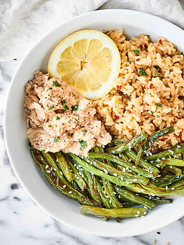 This Lemon Pepper Salmon with Coconut Brown Rice is ready in less than 20 minutes! Tender, lemony salmon is served with Thai inspired brown rice and green beans for a healthy and delicious meal! showmetheyummy.com Made in partnership w/ @chickenofthesea & @minutericeUS #NationalSalmonDay #SalmonLovesRice