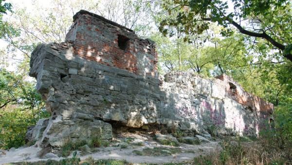 высокий замок стена