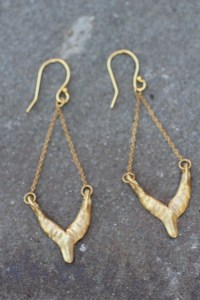 Almighty Isis earrings gold