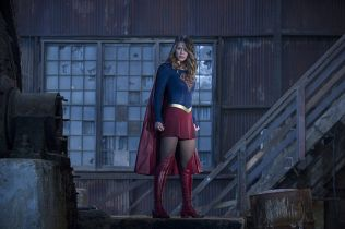 """The Flash -- """"Invasion!"""" -- Image FLA308a_0244b.jpg -- Pictured: Melissa Benoist as Kara/Supergirl -- Photo: Michael Courtney/The CW -- © 2016 The CW Network, LLC. All rights reserved."""