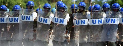 UN-riot-police