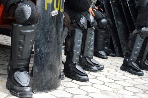 riots-gear