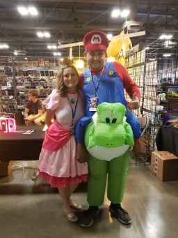 Princess Peach and Super Mario cosplay