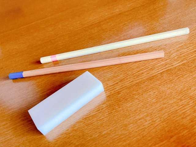 新品の鉛筆と消しゴム1