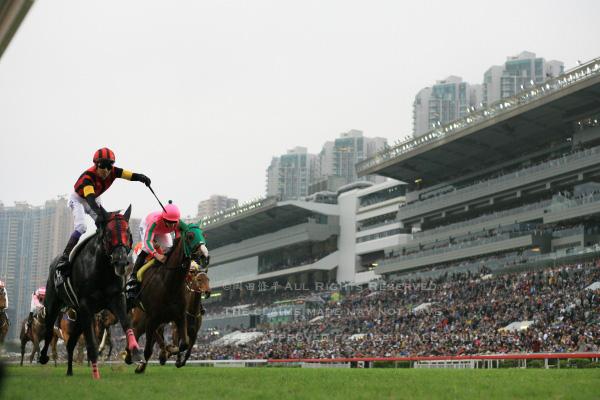 15香港カップ13