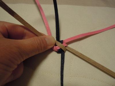 1本目ピンクを折る