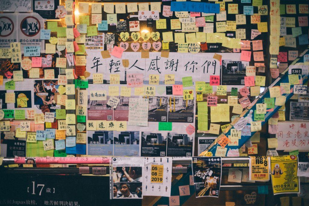 Sistema eleitoral de Hong Kong, empréstimos da China para países em desenvolvimento e movimento feminista na China