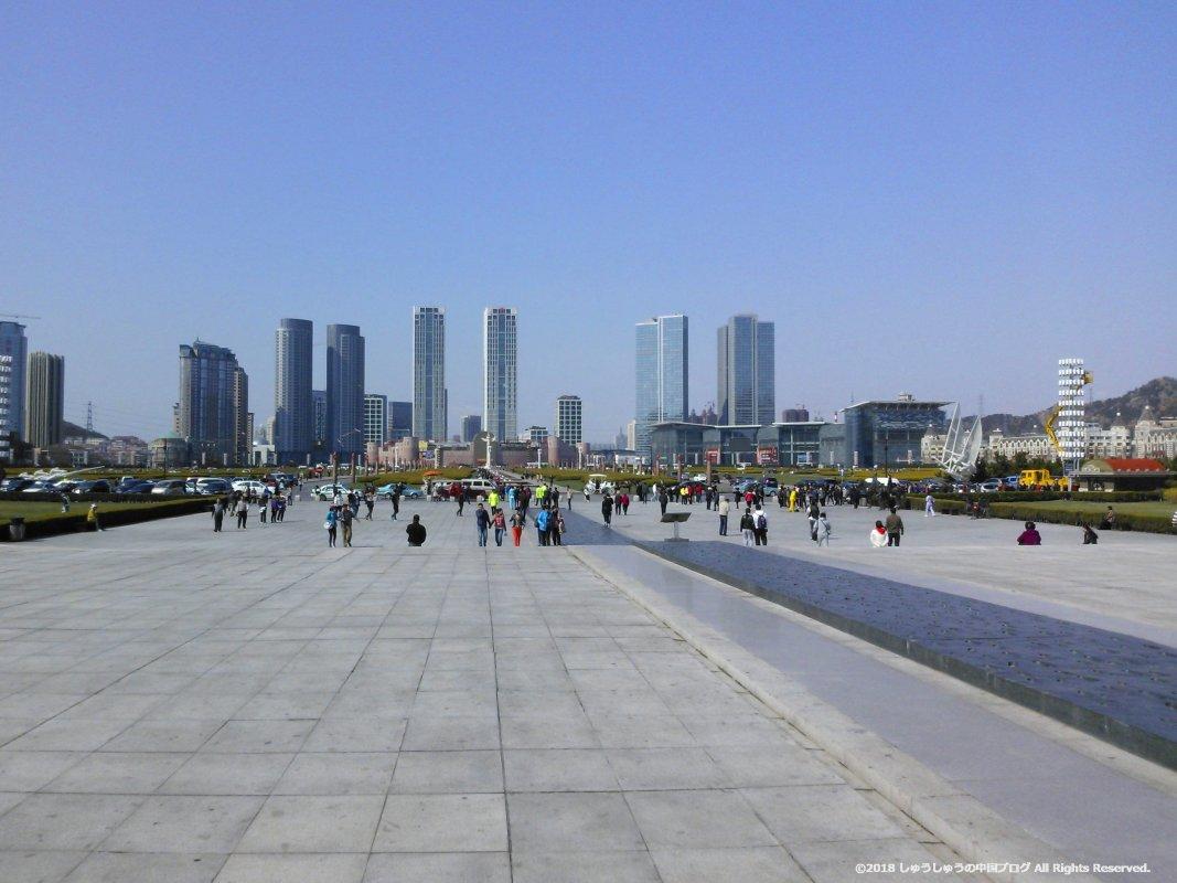 大連の星海広場の市制百周年記念彫刻