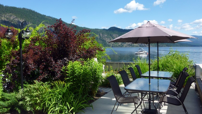 Shuswap Cabin Rentals outside dining area