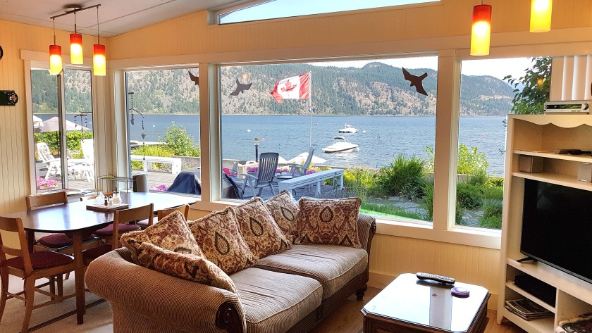 Family Room in Shuswap Vacation Rental overlooking Little Shuswap Lake