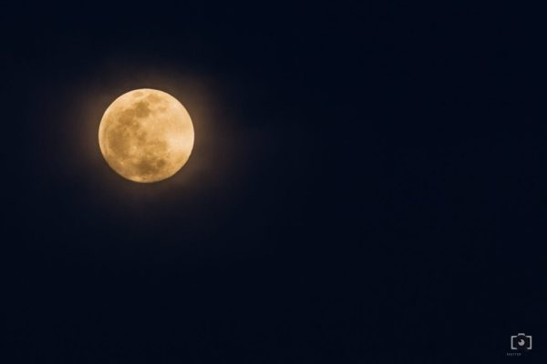 Photograph of bright moon -- how to photograph the moon