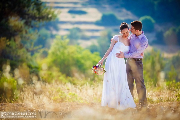 bride and groom-- wedding photography tips