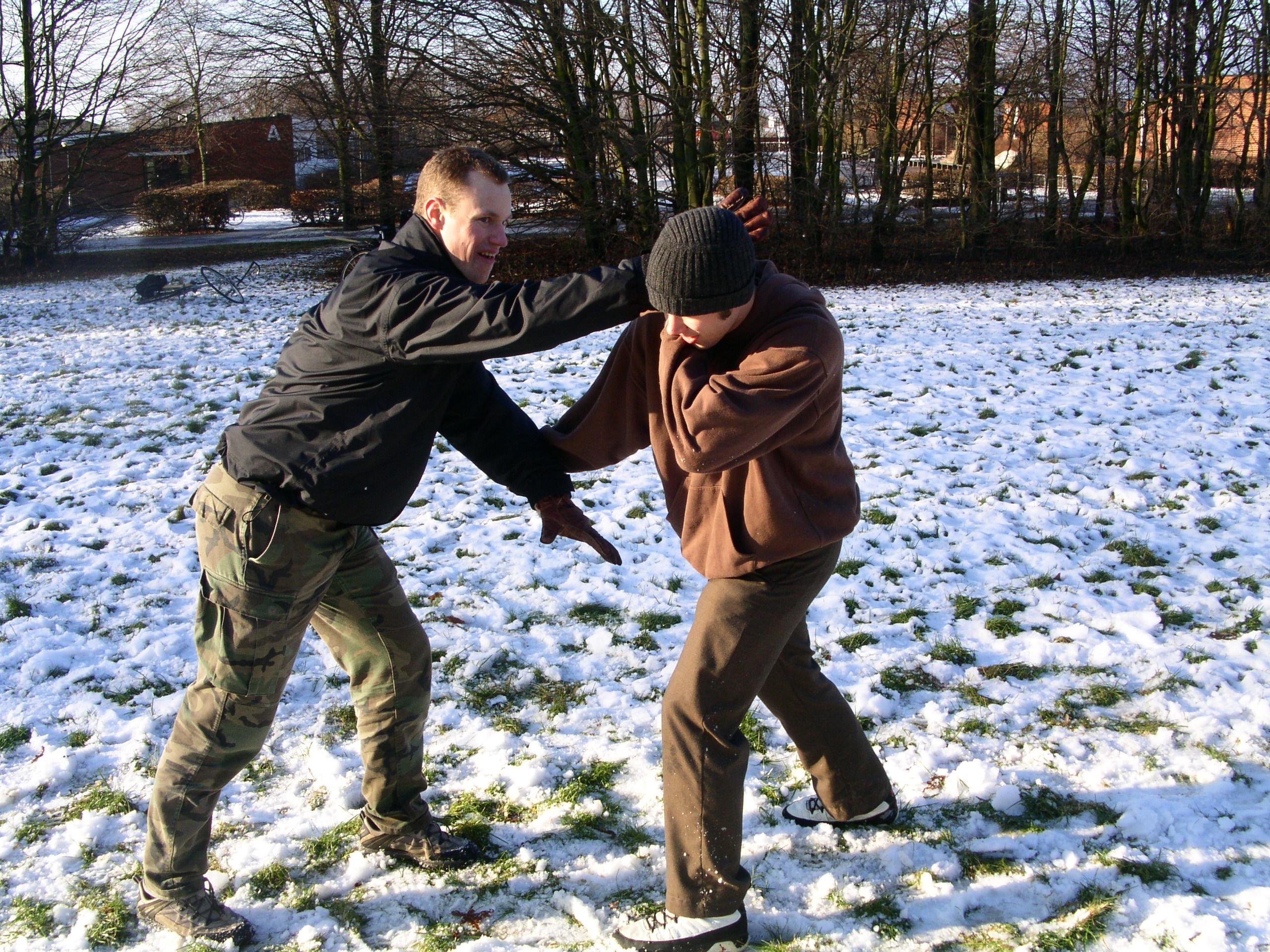 Martin och Johan - Kroppsvapen mot beväpnad angripare