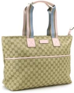 816f5093953a 小振りながらしっかりと収納性の高いバッグで、カラーは1種類のみですがデザイン性、収納性が高いのでGUCCIの中でも人気のバッグです。