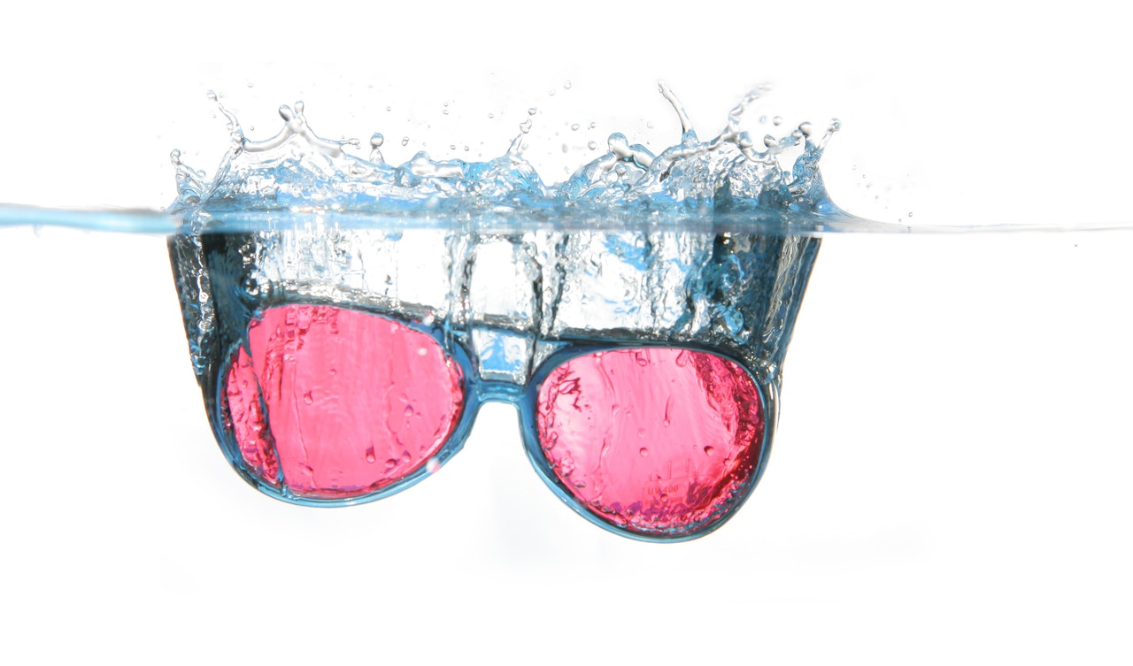 glasses underwater product photography