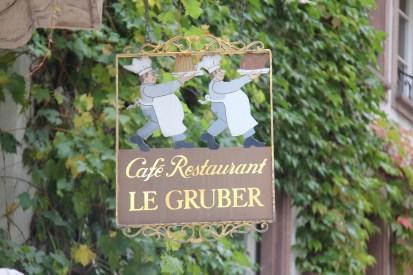 מסעדה בשטרסבורג. גם השלט מעורר תיאבון