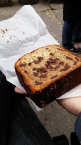 ב-Levain Bakery גם עושים לחם בננות מדהים עם שוקולד צ'יפס