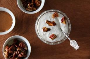 ריז אולה: אורז בחלב, קרמל מלוח ופקאנים מקורמלים עם סריראצ'ה