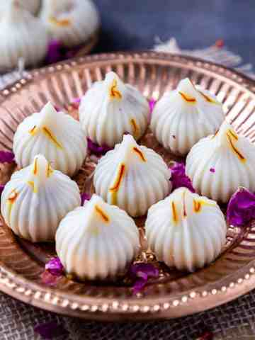 8 ukadiche modak on plate