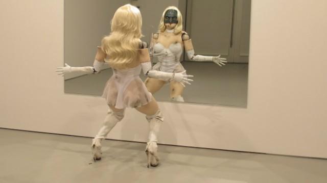 La danseuse robotique de Jordan Wolfson exposée dans la galerie de David Zwirner Gallery à New York.