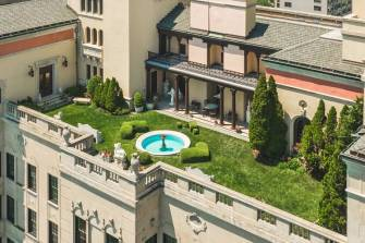In a Lake Shore high rise completed in 1929, the apartment is unusually luxurious for its time and comes with a 5,200-square-foot lawn. PHOTO:NICK/POSITIVE IMAGE